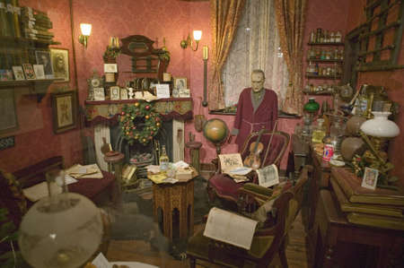 holmes: The Baker Street Sitting Room re-creation on upper floor of Sherlock Holmes Pub, London, England,