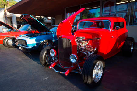 Classic cars and hot rods at 1950's Diner, Bob's Big Boy, Riverside Drive, Burbank, California Stock Photo - 24619266