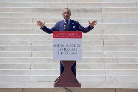 """realiseren: Dominee Al Sharpton, MSNBC TV presentator van """"Politiek Nation"""", """"spreekt bij de Nationale Actie om de Dream maart en rally voor de 50e verjaardag van de mars op Washington en Martin Luther King I Have A Dream Speech, 24 augustus 2013 Realiseer, Lincoln Mem Redactioneel"""