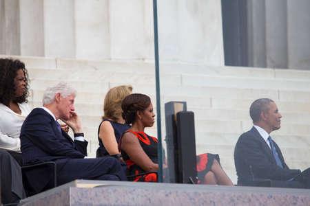 show bill: El presidente de EE.UU., Barack Obama, la primera dama Michelle Obama, Caroline Kennedy, el ex presidente Bill Clinton, presentadora de televisi�n Oprah Winfrey escuchan el discurso del ex presidente Jimmy Carter durante la ceremonia de Let Freedom Ring en el Lincoln Memorial el 28 de agosto Editorial