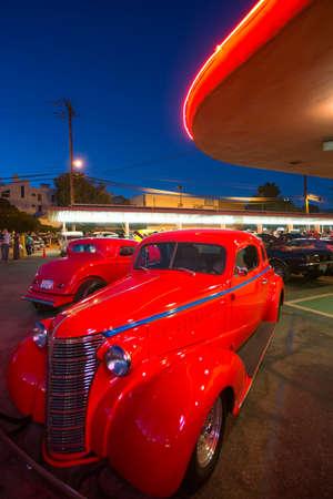 Classic cars en hot rods op 1950's Diner, Bob's Big Boy, Riverside Drive, Burbank, Californië