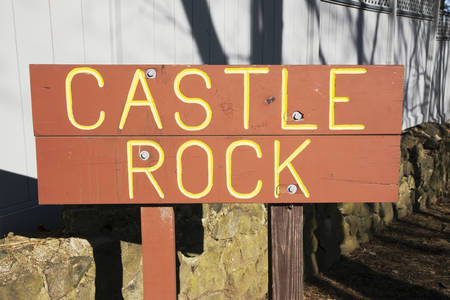 castle rock: Sign to Castle Rock, scenic Marblehead, Massachusetts, USA