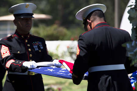 Marine folds flag at Memorial Service for fallen US Soldier Editöryel