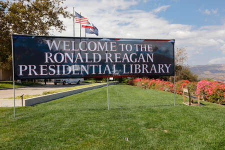 ronald reagan: REAGAN PRESIDENTIAL LIBRARY, SIMI VALLEY, LA, CA - SEPTEMBER 16, 2015,Welcome to Presidential Library Sign with US and California Flags