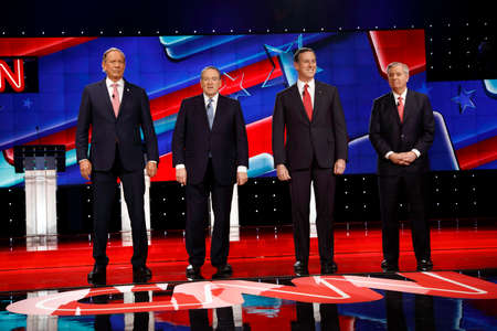 rsc: LAS VEGAS, NV, Dec 15, 2015, Republican presidential candidates at the kids table pose for class picture - (L-R) George Pataki, Mike Huckabee, Rick Santorum and Sen. Lindsey Graham (R-SC) during the CNN presidential debate at The Venetian Las Vegas