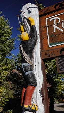 ouray: Wood carving of ice climbers in Ouray, Colorado, capital of ice climbing Editorial