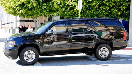 SAN GABRIEL, LA, CA - 7. Januar 2016 Präsidentschaftskandidat der Demokraten Hillary Clinton reist in Schwarz SUV Limo in Asian American und Pacific Islander (AAPI) Mitglieder. Editorial