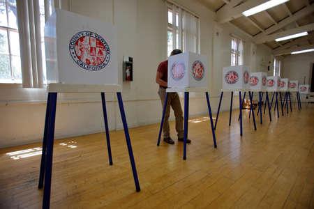 encuestando: Condado de Ventura, CA - 7 DE JUNIO, 2016 - Ojai California sondeo estaci�n de votaci�n primaria que tiene lugar el d�a 07 Junio, 2016, el condado de Ventura, California.