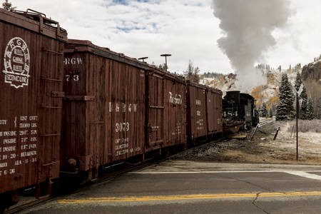 OCTOBER 9, 2018 - New Mexico, USA - Cumbres & Toltec Scenic Steam Train, from Chama, New Mexico to Antonito, Colorado over Cumbress Pass 10,015 Elevation - in Autumn and fresh snow - along Highway 17 Redactioneel