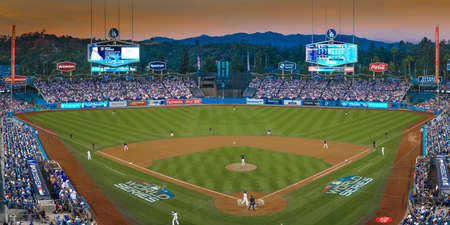 OCTOBER 26, 2018 - LOS ANGELES, CALIFORNIA, USA - DODGER STADIUM: LA Dodgers defeat Boston Red Sox 3-2 in game 3, the longest game in World Series History - 18 innings, 7 hours , 20 minutes. 新聞圖片