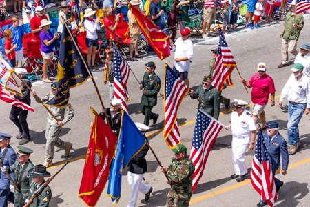 TELLURIDE, COLORADO, USA - July 4, 2018 - Annual  Independence Day Parade, Telluride, Colorado features veterans marching down Colorado Avenue to start parade Foto de archivo - 111979661