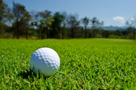 a glof ball on green field