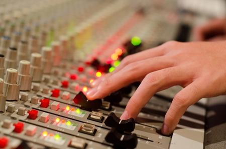 estudio de grabacion: el ingeniero de sonido