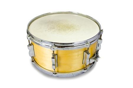 tambor: tambor de madera caja aislada sobre fondo blanco