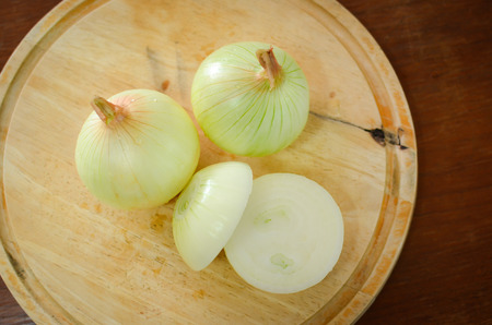 wood block: onion on wood block