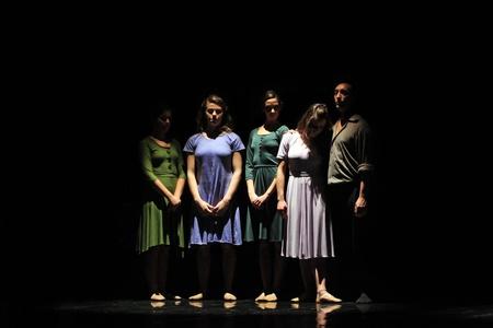 Torino, Italia - 25 gennaio 2011: ballerini della compagnia di balletto di Salvino Aiosa eseguono Il diario di Anna Frank