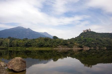 dora: Lago PIstono y Montalto Dora Castillo, Ivrea, Italia