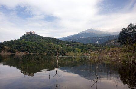 dora: Montalto Dora castillo y el lago de Pistono, Italia