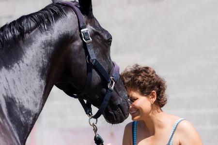 chevaux noir: l'amiti� entre une fille et un cheval