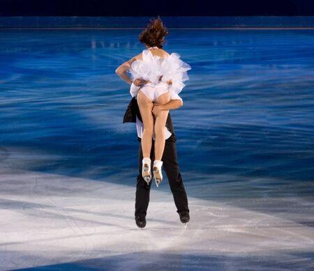 Torino, Italia - Ottobre 8, 2011: Anna Cappellini e Luca Lanotte d'Italia, esibirsi nella Gal Gran dell'evento ghiaccio nel Palavela di Torino, Italia Editoriali