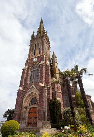 eacute: Chiesa