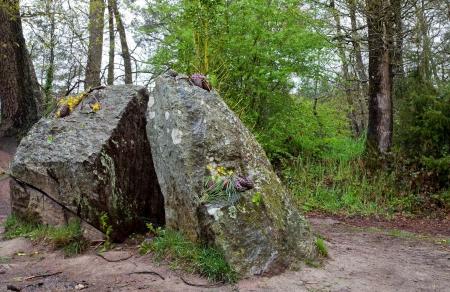 Tomba di Merlino nella foresta di Paimpont, Francia Archivio Fotografico