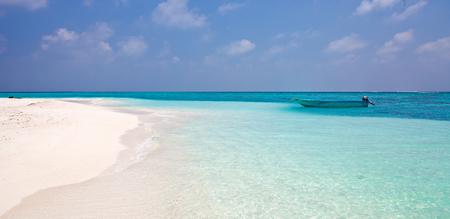 Playa en Maldivas Foto de archivo - 91044310