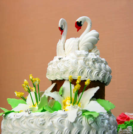 The upper part of the traditional wedding cake with figures of two swans