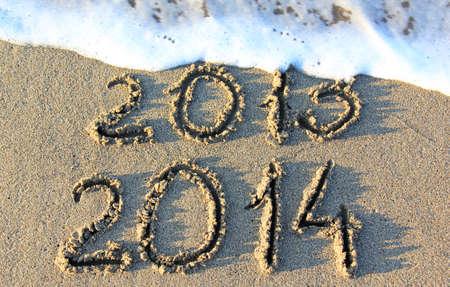 zastąpić: Szczęśliwego nowego roku 2014 zastąpić 2013 koncepcję na plaży morza