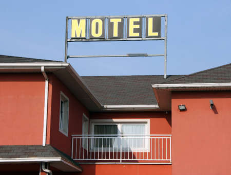 overnight stay: Signboard Motel on the roof Stock Photo