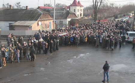 luhansk: ROZHYSCHE, UKRAINE - January 30, 2015: Memorial service at Ukrainian army soldier who were killed by separatists in checkpoint near the town Stanytsia Luhansk Editorial