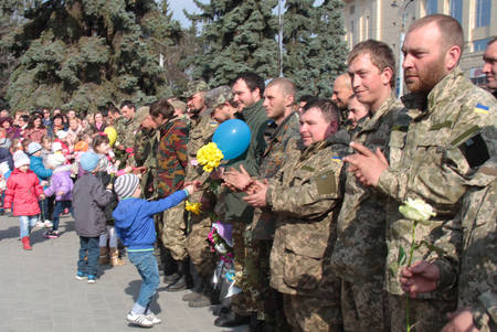 homecoming: LUTSK, UKRAINE - MARCH 27, 2015: Children welcome soldiers who returned home from the zone of military operations in eastern Ukraine Editorial