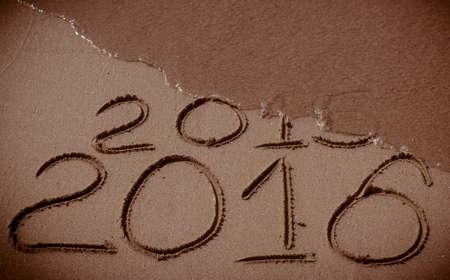 zastąpić: Szczęśliwego Nowego Roku 2016 zastąpi 2015 koncepcję na plaży morza