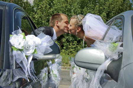passionate kissing: Passionate married couple kissing with car windows
