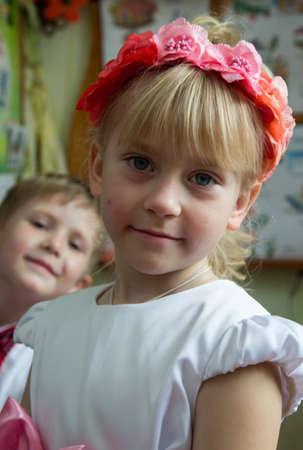 jardin de infantes: LUTSK, Ucrania - 31 de mayo - Los ni�os en la guarder�a de Ucrania antes de la graduaci�n en Lutsk el 31 de mayo de 2016. Editorial