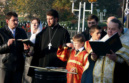sotana: LUTSK, Ucrania - 14 de octubre de 2008: Celebración religiosa eslava Pokrov