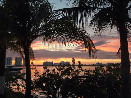 Sunrise at Cancun from the hotel zone Banco de Imagens