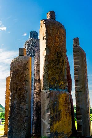firmness: Estatuas de piedra talladas en bruto situado en el Parque Central Jaipur se puede utilizar para representar la firmeza, la terquedad, la fuerza