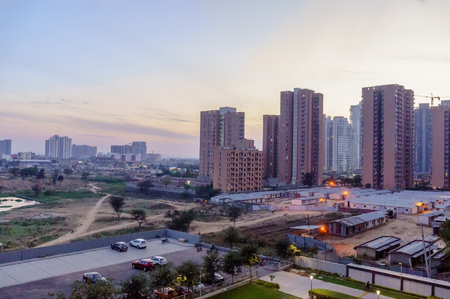Edificios de gran altura en Gurgaon delhi NCR rodada al atardecer Foto de archivo