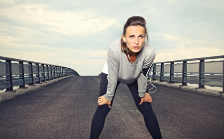 focusing: Female runner with focus and determination to run Stock Photo
