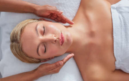 massage table: Close up shot of a relaxed woman on massage table receiving beauty treatment at dayspa Stock Photo