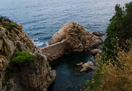Cliffs of Cala  Sant Francesc, the coastline of the Bay of Blanes, Costa Brava, Spain, Catalonia 版權商用圖片