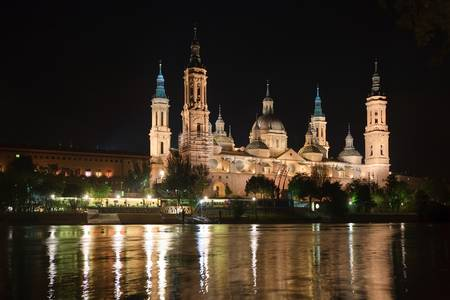 praised: The Basilica-Cathedral of Our Lady of the Pillar is a Roman Catholic church in the city of Zaragoza, Aragon, Spain. The Basilica venerates Blessed Virgin Mary, under her title Our Lady of the Pillar praised as mother of the hispanic peoples by Pope John P Stock Photo