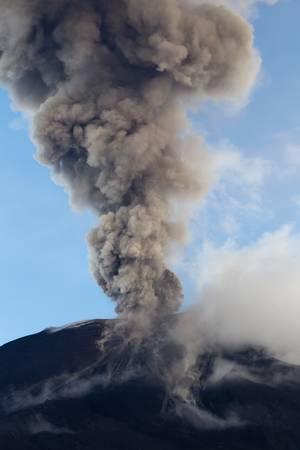 tungurahua: Tungurahua volcano smoking, 29.11.2010 , Ecuador, South America. 4pm local time.