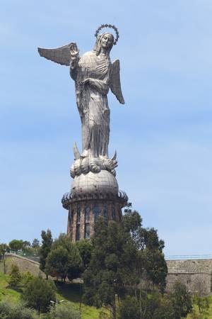 drago alato: Monumento di La Virgen De Panecillo trova a Quito colline, Ecuador