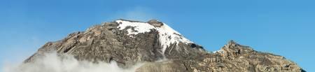 crater highlands: Volc�n Tungurahua pico panorama, esta es la parte donde la lava sale. Uno de los volcanes m�s activos de Am�rica del Sur. Foto de archivo