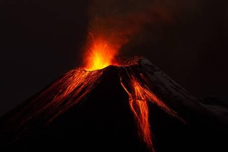 uitbarsting: Tungurahua vulkaan op uitbarsten staat in de nacht van 28.11.2011,) Ecuador Stockfoto
