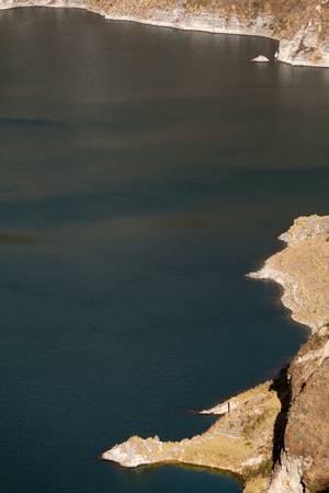 crater highlands: Quilotoa cr�ter laguna en los Andes ecuatorianos. Volc�n inactivo.