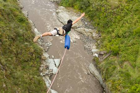 bungee jumping: Secuencia Puenting en Ba�os de Agua Santa, Ecuador, San Francisco puente