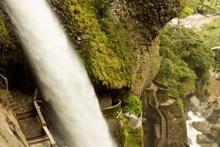 Pail�n del Diablo, Caldero del Diablo en rodaje selva ecuatoriana desde una posici�n muy dif�cil de escalar. photo